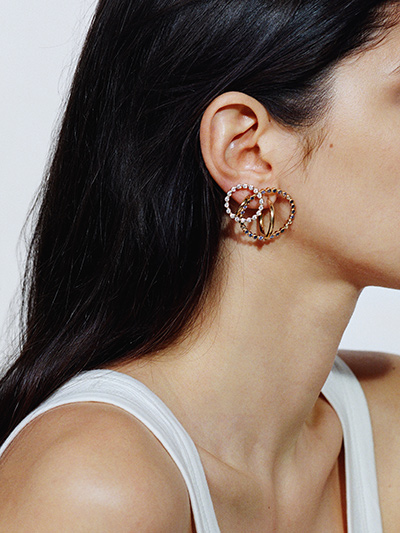 charlotte-chesnais_earring_saturn-fine-jewelry