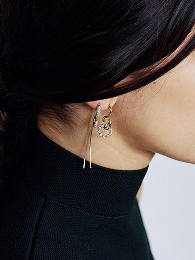 charlotte-chesnais_earrings_hook-swing-fine-jewelry