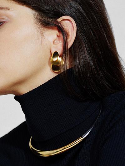 charlotte-chesnais_necklace-boi-petal-earrings