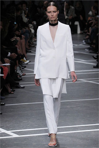 Givenchy-total-white