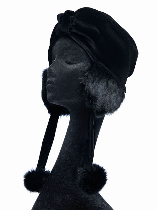 Sciume'-black-hat-with-pon-pon