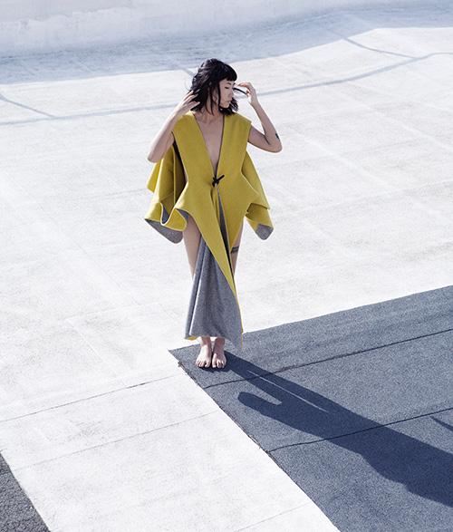 Yulia-Yadryshnikova-yellow-coat